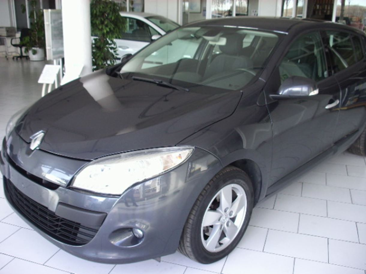 RENAULT MEGANE III - oscuro vista lateral